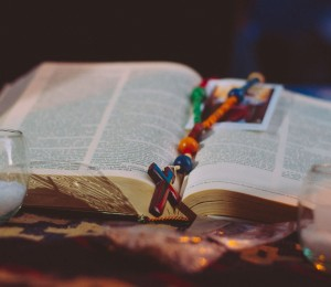Conheça a história do pedaço da Bíblia fundido nos escombros do 11 de setembro